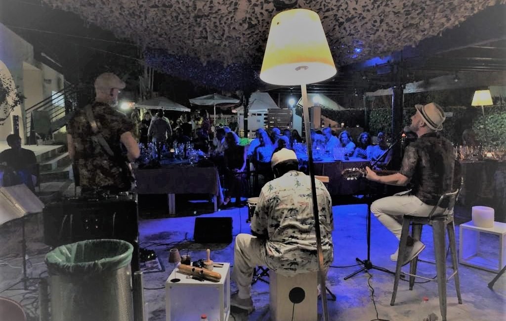 Cenas con musica en directo. Roda de Berà. Tarragona.